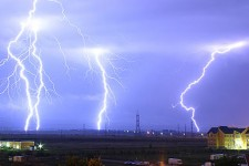 388px-Lightning_over_Oradea_Romania_3