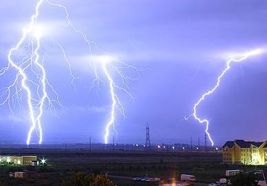 388px-Lightning_over_Oradea_Romania_3